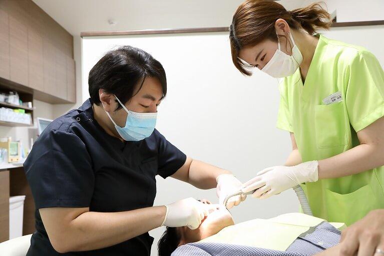 東大阪のタバタ歯科クリニックでは、重度の歯周炎の治療も可能です